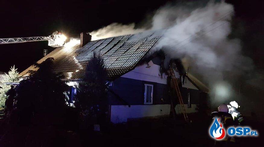 Pożar w wigilijną noc. Rodzina z pięciorgiem dzieci straciła dach nad głową. OSP Ochotnicza Straż Pożarna
