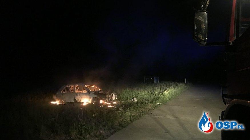 89/2020 Pożar porzuconego auta na lotnisku OSP Ochotnicza Straż Pożarna