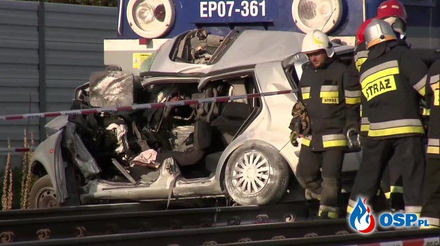 82-latka wjechała samochodem pod Intercity. Zginęła. OSP Ochotnicza Straż Pożarna