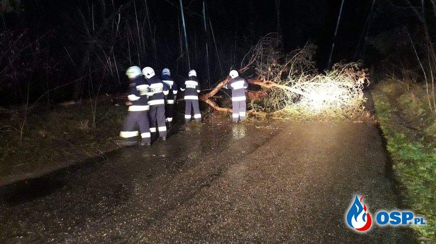 Zablokowana droga powiatowa OSP Ochotnicza Straż Pożarna
