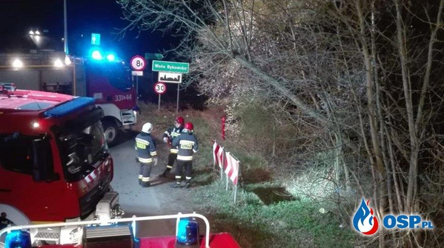 Wielkanocny wyjazd do samochodu, który wpadł do zbiornika wodnego OSP Ochotnicza Straż Pożarna
