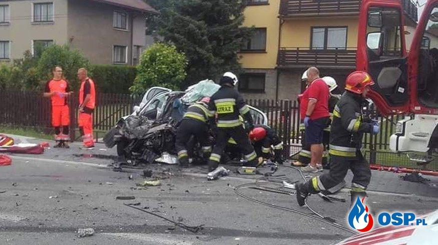 Tragiczny wypadek trzech samochodów w Cieszynie. Jedna osoba zginęła. OSP Ochotnicza Straż Pożarna