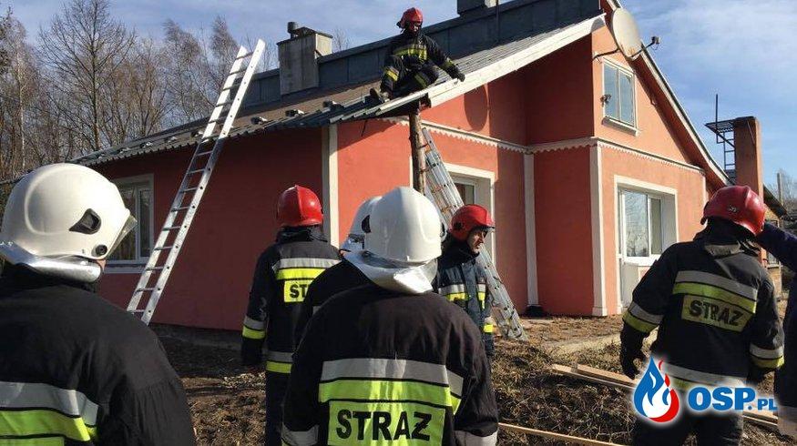 Silny wiatr uszkodził dach OSP Ochotnicza Straż Pożarna