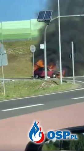 Auto zapaliło się podczas jazdy. Pojazd doszczętnie spłonął. OSP Ochotnicza Straż Pożarna
