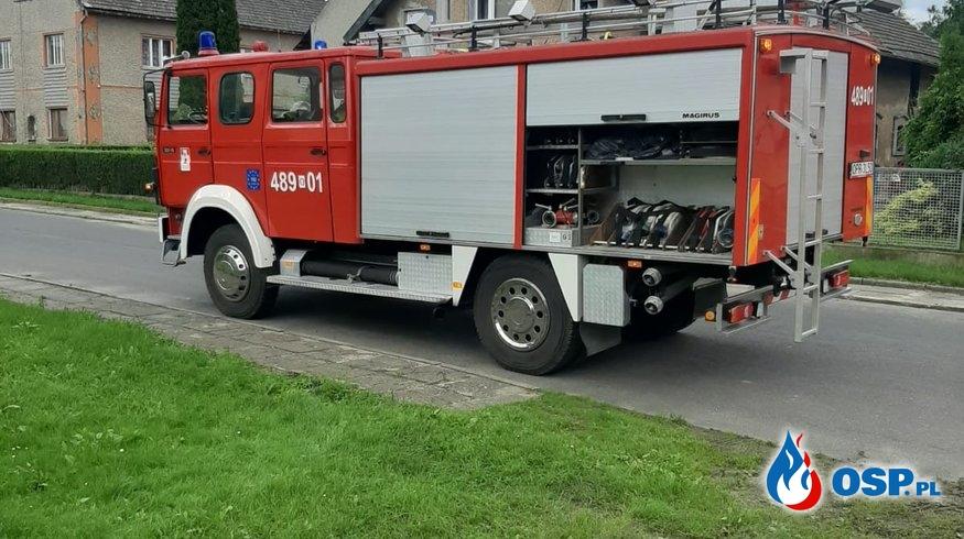 Wypompowanie wody z zalanej piwnicy w Kolnowicach OSP Ochotnicza Straż Pożarna