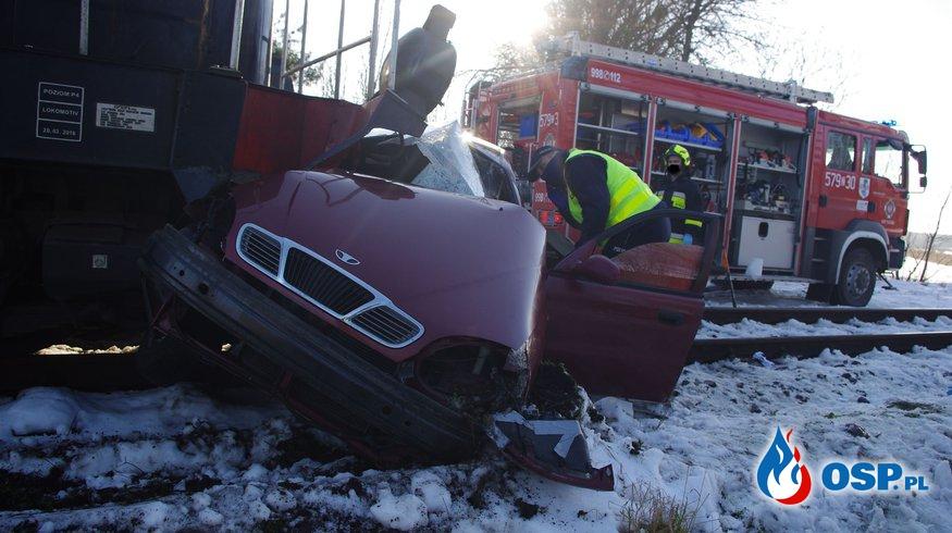 32-latek zginął w wypadku na przejeździe kolejowym. Wjechał autem wprost pod pociąg. OSP Ochotnicza Straż Pożarna