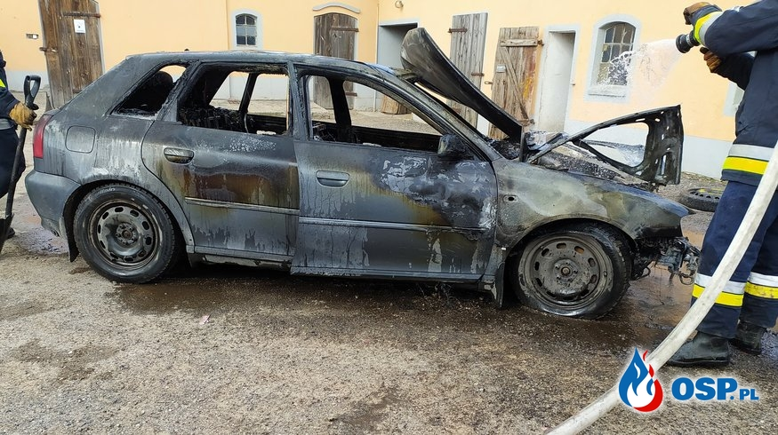 Pożar samochodu osobowego - Ostrówek OSP Ochotnicza Straż Pożarna