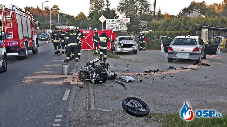 Motocyklista nie żyje, kierowca samochodu uciekł. Tragiczny wypadek w Chwaszczynie. OSP Ochotnicza Straż Pożarna