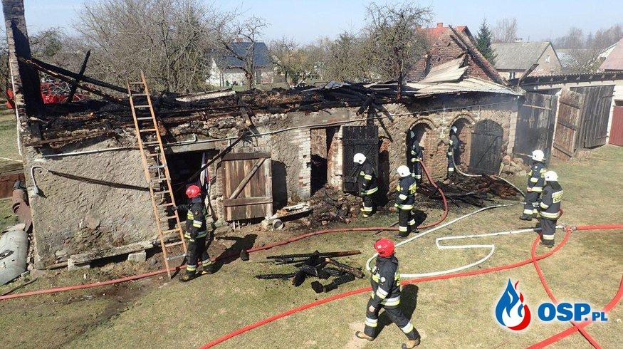 Pożar zabudowań oraz traw OSP Ochotnicza Straż Pożarna