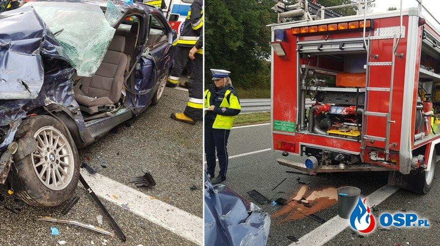 Rozpędzony samochód wjechał w wóz OSP Pawłowice. Kierowca BMW został ciężko ranny. OSP Ochotnicza Straż Pożarna