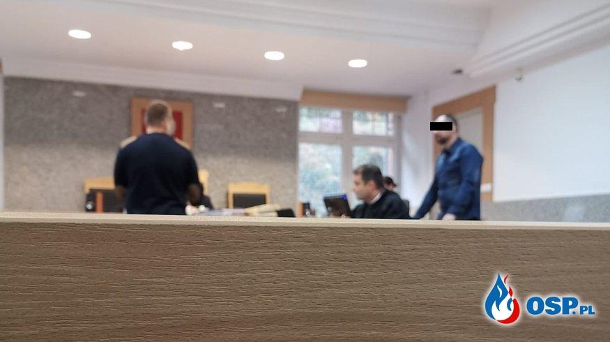 """""""Dowódca zeznał, że po wypadku od razu zadzwonił do komendanta"""". Przełomowe zeznania na procesie w Kętrzynie. OSP Ochotnicza Straż Pożarna"""