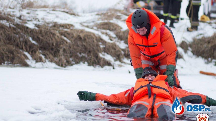 Ćwiczenia z ratownictwa lodowego. OSP Ochotnicza Straż Pożarna
