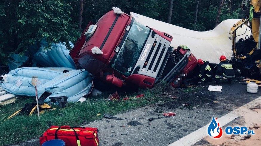 Wypadek 3 ciągników siodłowych i osobówki na DK7 OSP Ochotnicza Straż Pożarna