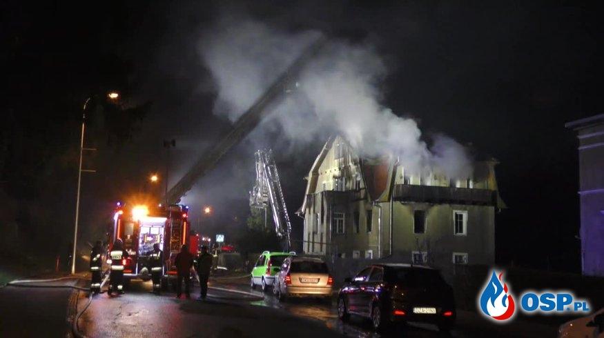 """""""Dziewczynka bawiła się zapalniczką"""". Spłonęło pół budynku. OSP Ochotnicza Straż Pożarna"""