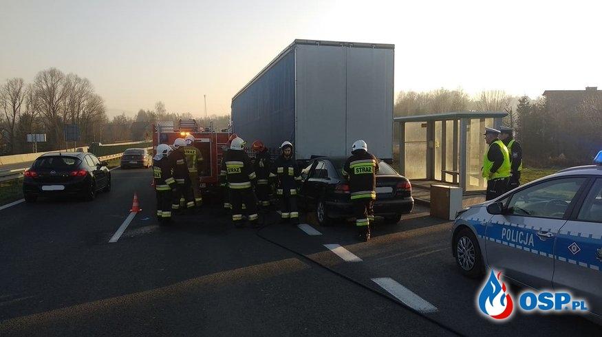 Wypadek samochodu osobowego i ciężarowego na DK7 - 5 grudnia 2019r. OSP Ochotnicza Straż Pożarna