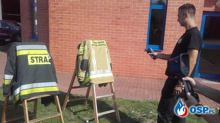 Jak na słońcu nagrzewają się ubrania specjalne? Eksperyment strażaków. OSP Ochotnicza Straż Pożarna
