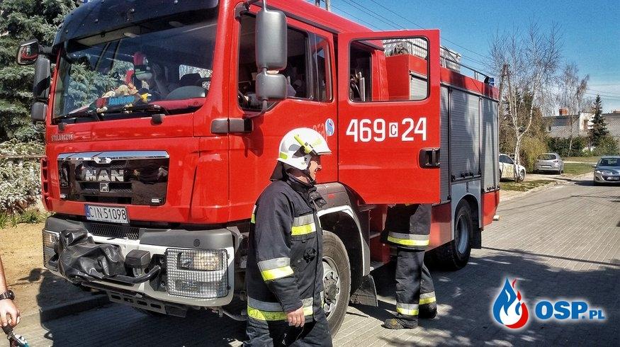 16.04.19 13:42 - POŻAR POJEMNIKA Z ODPADAMI WEWNĄTRZ HALI PRODUKCYJNEJ, PAKOŚĆ OSP Ochotnicza Straż Pożarna