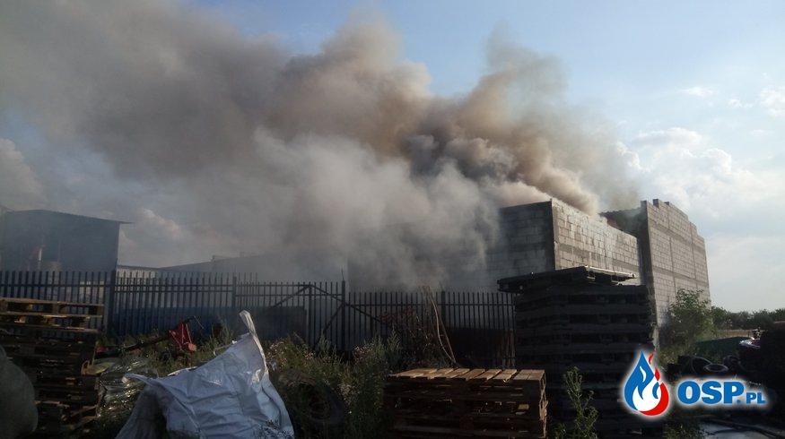 Wyjazd alarmowy GCBA - Dulsk, pożar zabudowań gospodarczych i składowiska materiałów budowlanych OSP Ochotnicza Straż Pożarna
