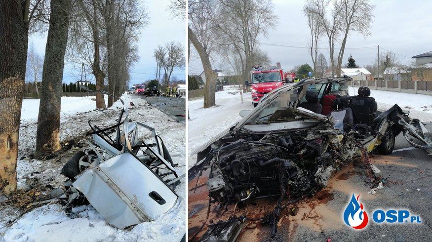 Samochód rozpadł się na części. 35-letni kierowca opla zginął na miejscu. OSP Ochotnicza Straż Pożarna