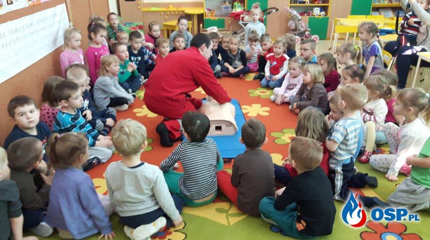 Zajęcia z udzielania pierwszej pomocy w Przedszkolu w Komprachcicach OSP Ochotnicza Straż Pożarna