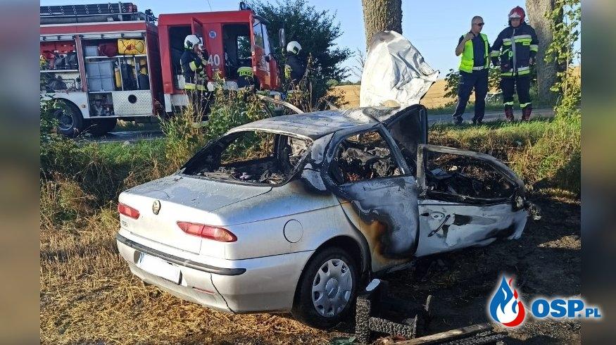 Świadkowie wynieśli nieprzytomnego kierowcę z płonącego auta OSP Ochotnicza Straż Pożarna