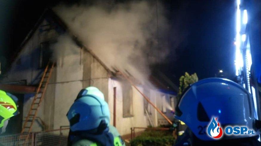 Nocny pożar domu w Opolu. Nie żyje starsza kobieta. OSP Ochotnicza Straż Pożarna