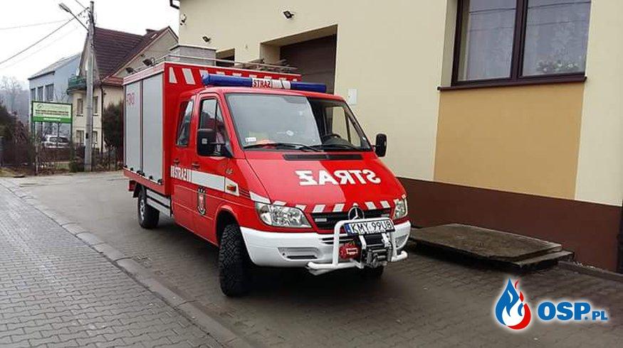 Plama oleju na DK52 w Biertowicach. OSP Ochotnicza Straż Pożarna