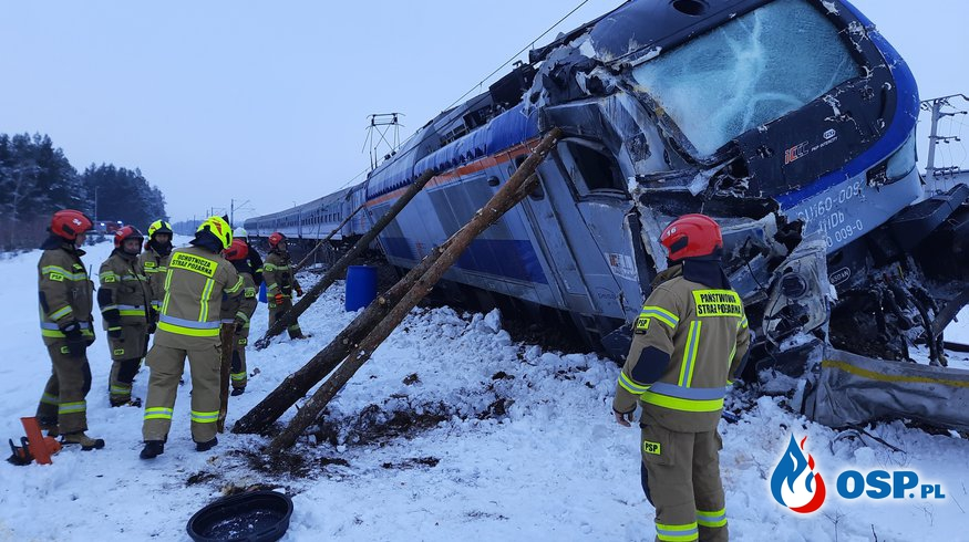 Zderzenie pociągu osobowego z samochodem ciężarowym w Koszarówce OSP Ochotnicza Straż Pożarna