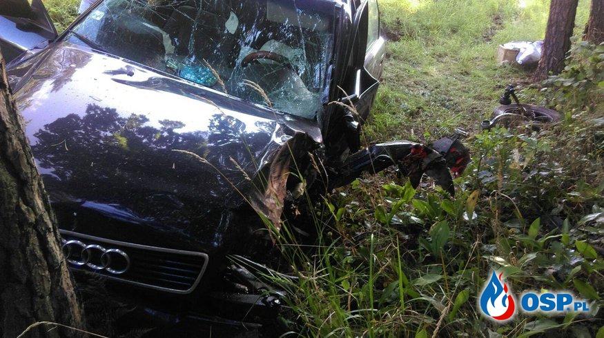 DK 16 samochód osobowy wpadł do rowu i uderzył w drzewo OSP Ochotnicza Straż Pożarna
