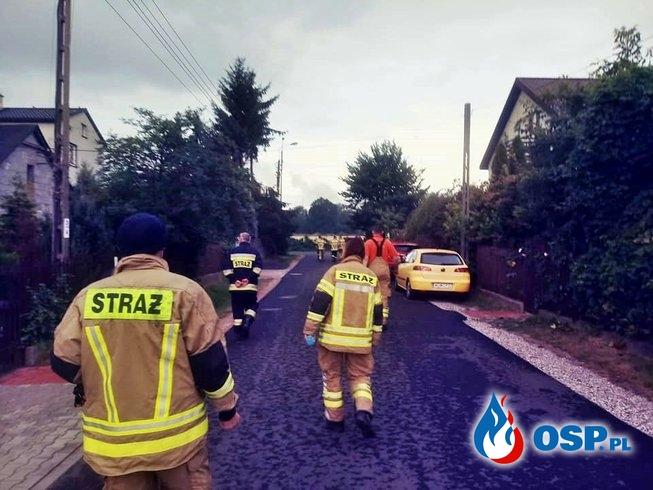 Policjanci i strażacy szukają 5-letniego Dawida. Jego ojciec zginął pod kołami pociągu. OSP Ochotnicza Straż Pożarna