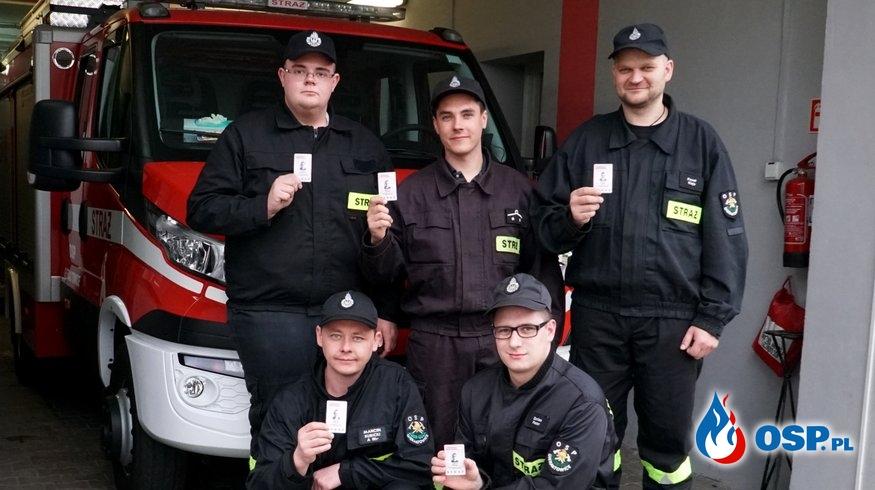 Coraz więcej jednostek OSP decyduje się na nowe legitymacje dla strażaków. OSP Ochotnicza Straż Pożarna