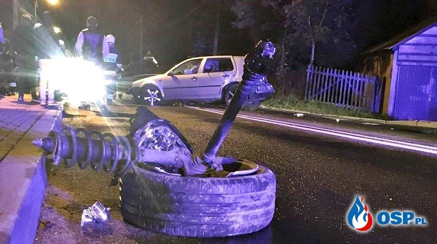 Volkswagen roztrzaskał się na ogrodzeniu. Nie żyje młody mężczyzna. OSP Ochotnicza Straż Pożarna
