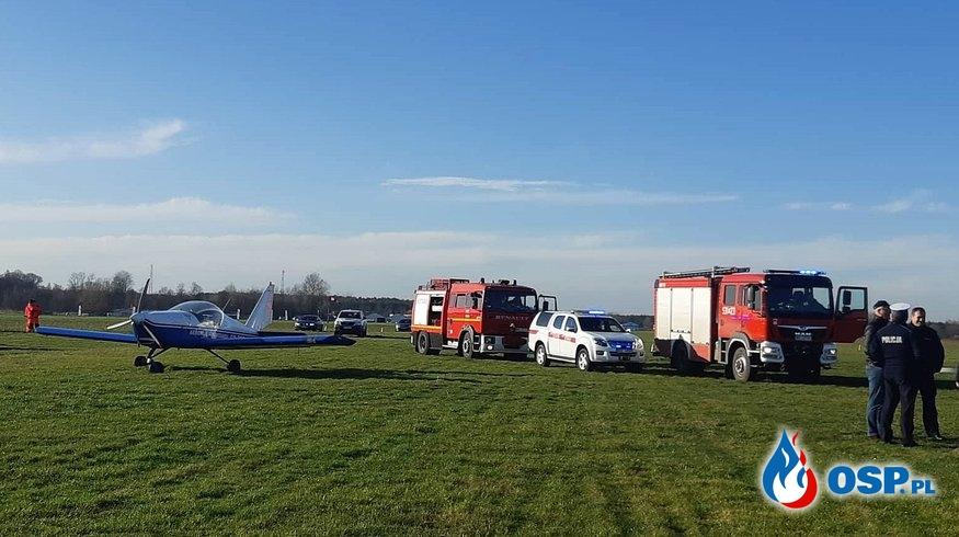 Tragiczny wypadek wiatrakowca. Maszyna spadła i stanęła w ogniu, dwie osoby zginęły. OSP Ochotnicza Straż Pożarna