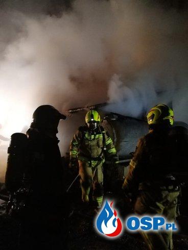 Pożar szopy, warsztatu i samochodu. Zagrożony był dom. OSP Ochotnicza Straż Pożarna