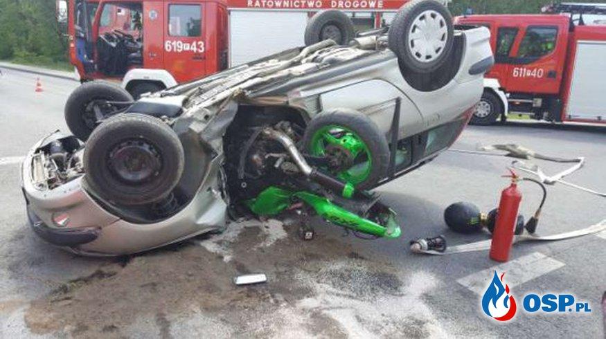 Motocykl wbił się do samochodu przez drzwi. Dosłownie! OSP Ochotnicza Straż Pożarna