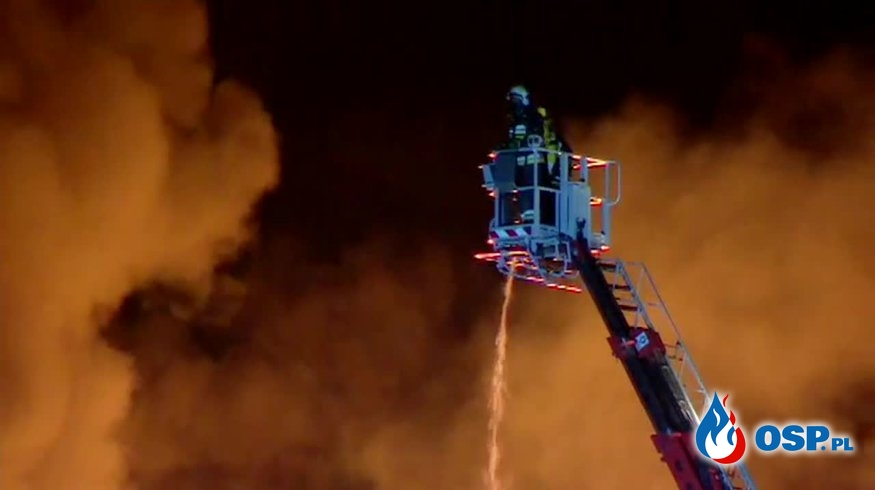 Ponad 150 strażaków gasiło pożar hal w Wielkopolsce OSP Ochotnicza Straż Pożarna