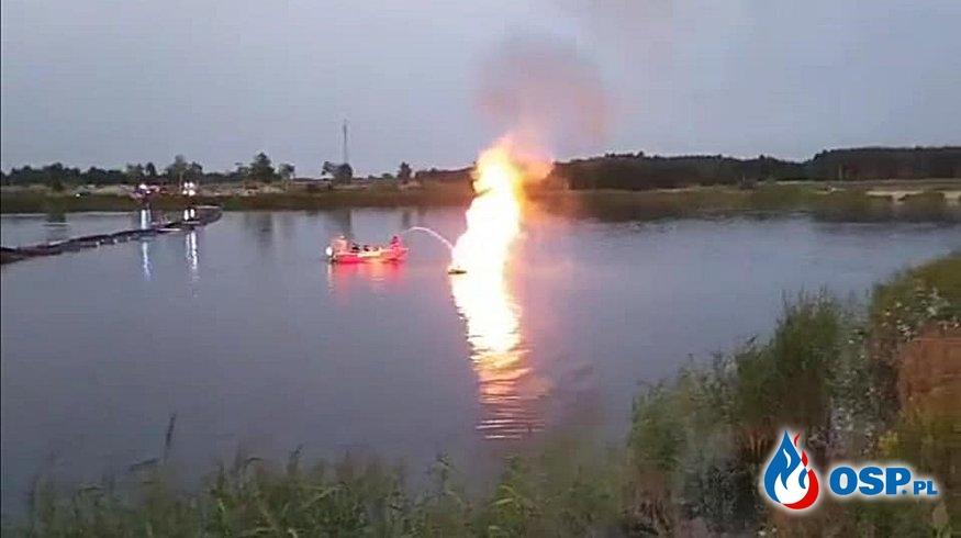 Strażacy OSP Bolimów gasili płonący skuter wodny. Zobacz film z akcji! OSP Ochotnicza Straż Pożarna