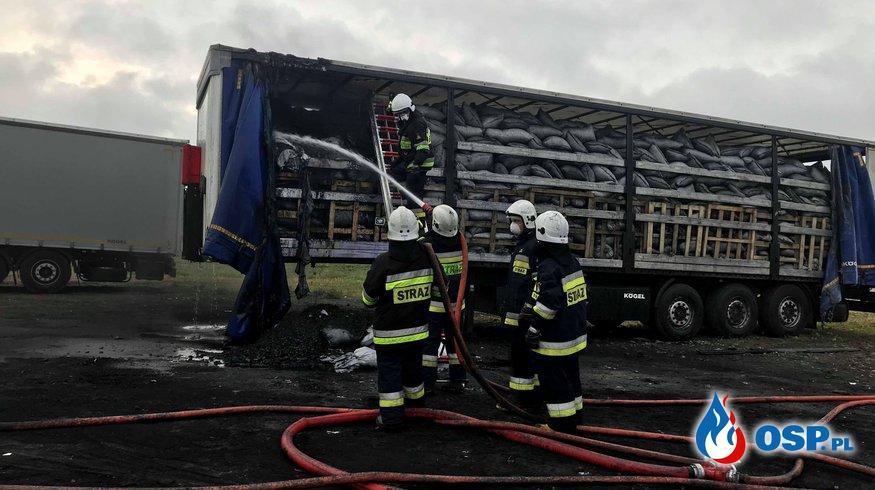 Pożar naczepy z węglem drzewnym OSP Ochotnicza Straż Pożarna