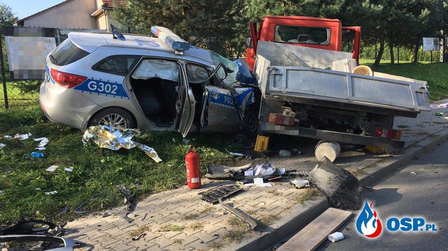 Wypadek policyjnego radiowozu. Cztery osoby ranne. OSP Ochotnicza Straż Pożarna