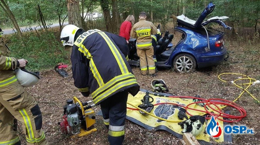 Wypadek samochodu osobowego przed Piaskami OSP Ochotnicza Straż Pożarna