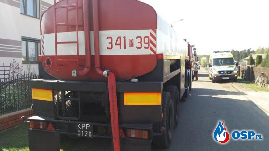 Trudna akcja gaśnicza w Zbiersku. 50 strażaków gasiło pożar w gospodarstwie. OSP Ochotnicza Straż Pożarna