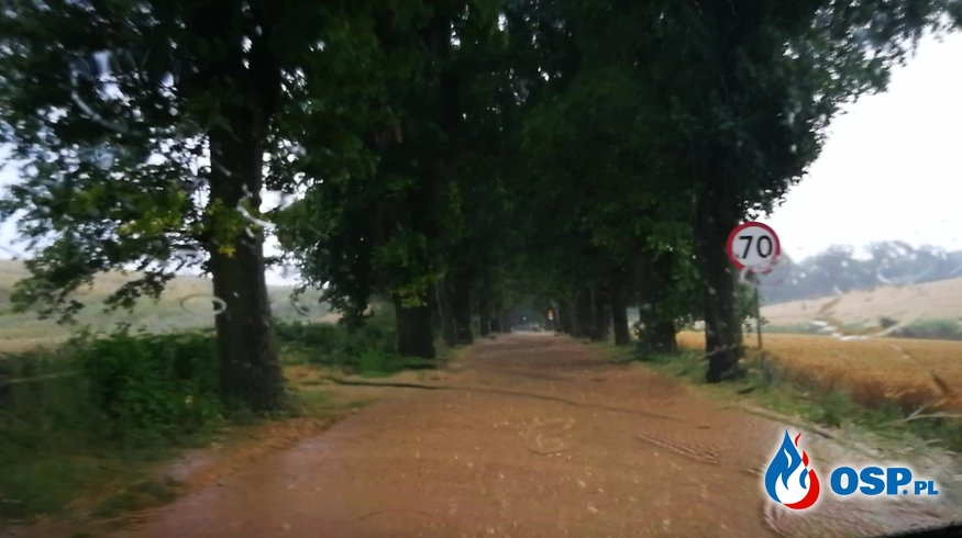 Zalana droga powiatowa OSP Ochotnicza Straż Pożarna