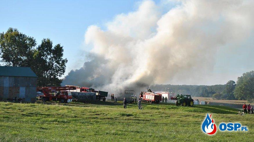 Pożar wiaty z balotami słomy - Pierwoszewo gm. Wronki. OSP Ochotnicza Straż Pożarna