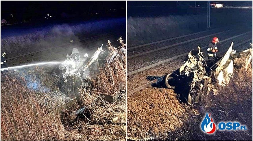 Samochód zapalił się po zderzeniu z pociągiem OSP Ochotnicza Straż Pożarna
