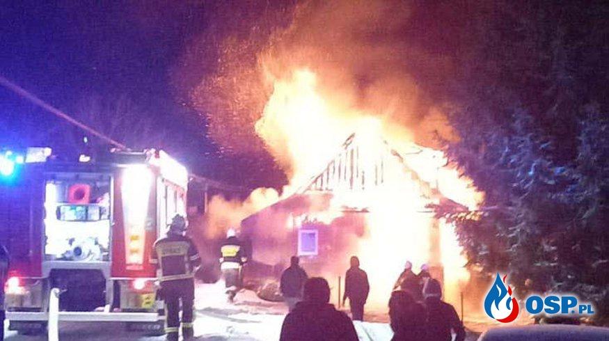 Nocny pożar drewnianego domu w Pieniążkowicach OSP Ochotnicza Straż Pożarna