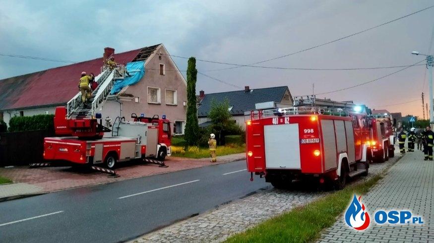 08/2020 Zerwany dach w budynku jednorodzinnego w Obórkach OSP Ochotnicza Straż Pożarna