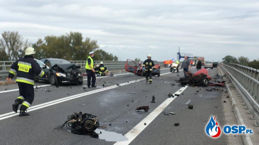 Auto rozpadło się na pół po czołowym zderzeniu! OSP Ochotnicza Straż Pożarna