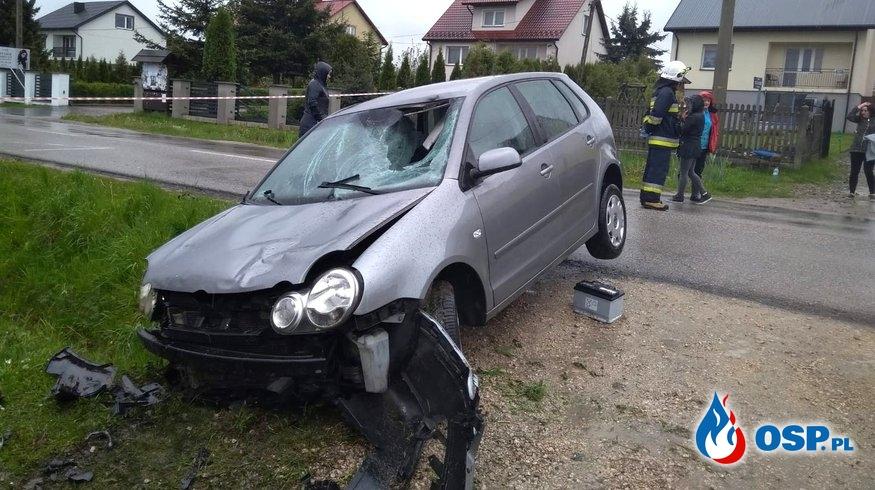 Młody kierowca potrącił dwie kobiety, stojące na przystanku autobusowym. OSP Ochotnicza Straż Pożarna