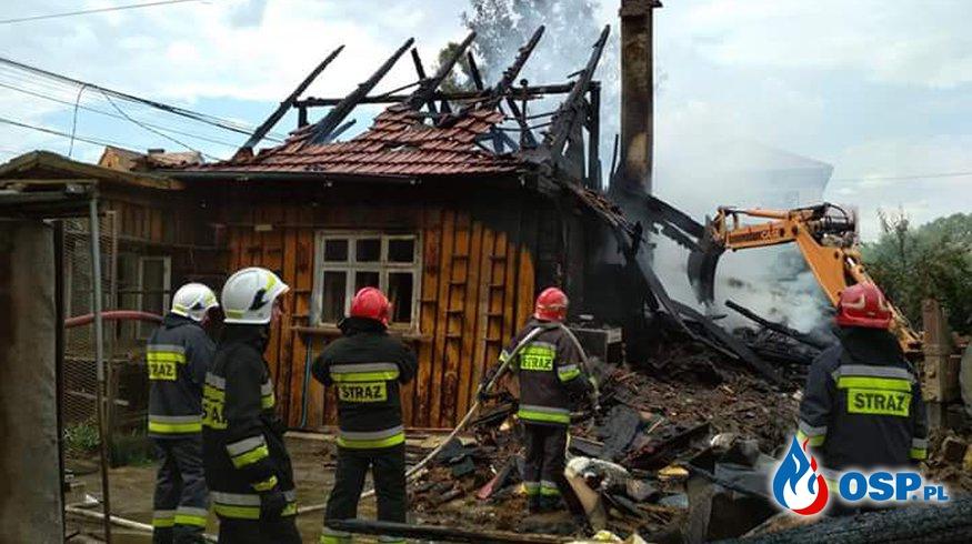 Pożar drewnianego domu w Sułkowicach. OSP Ochotnicza Straż Pożarna