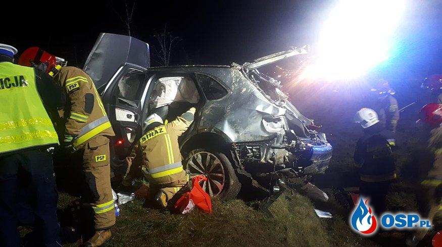 Wypadek Bentleya na trasie S7. Kierowca wypadł podczas dachowania, zginął na miejscu. OSP Ochotnicza Straż Pożarna